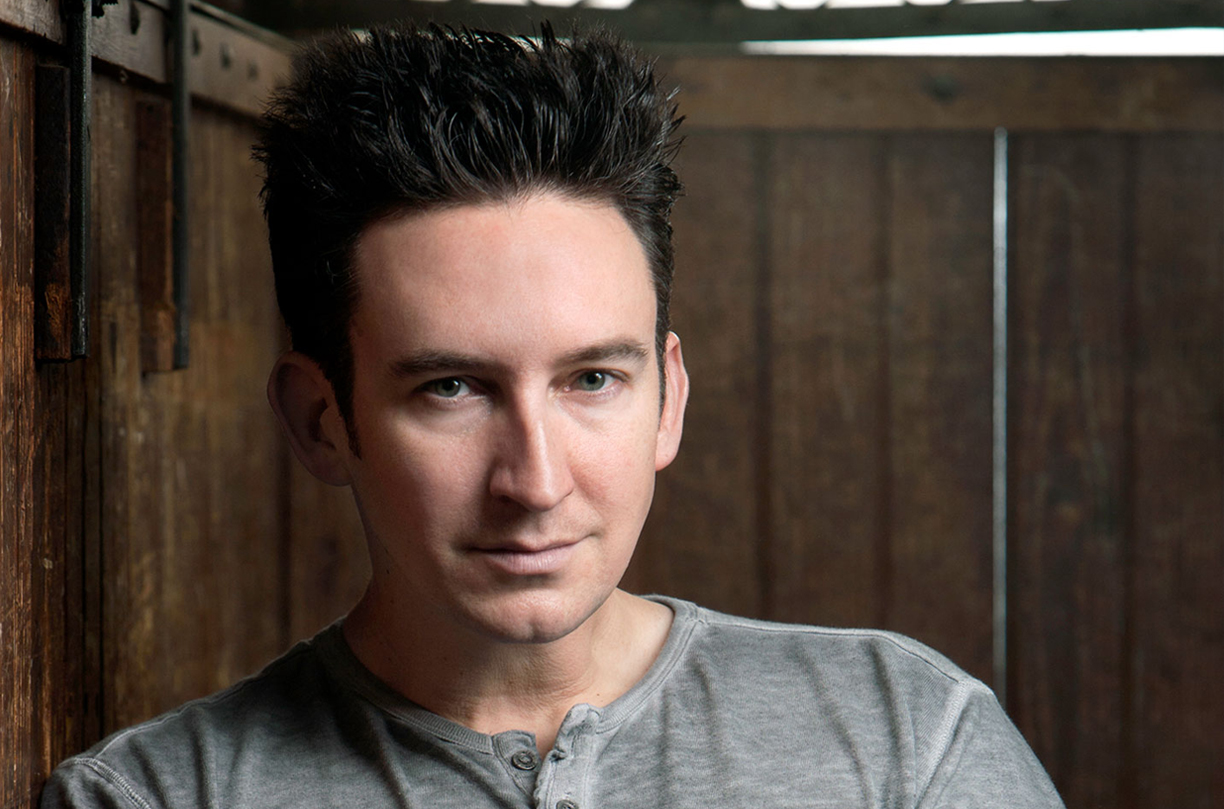 Dustin Pari - Featured